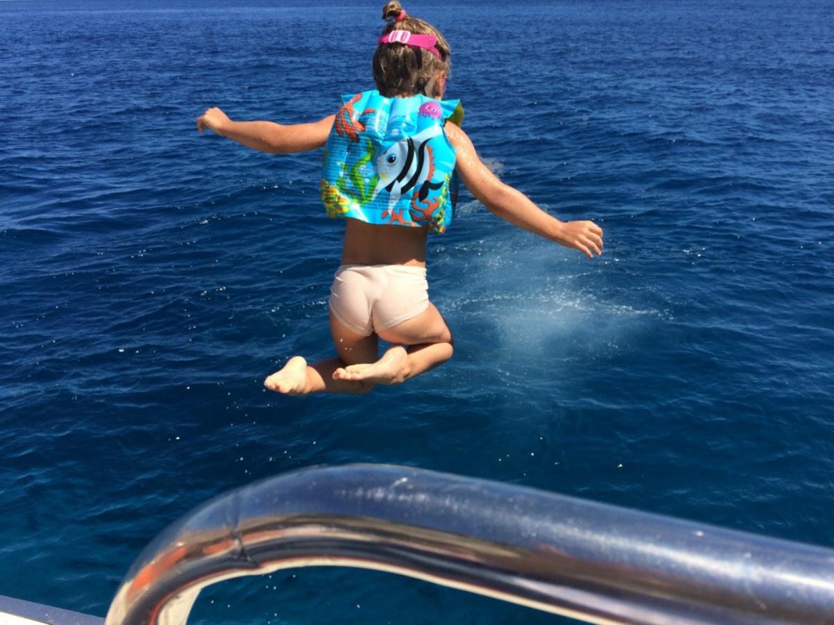 Прыгаю с корабля в море