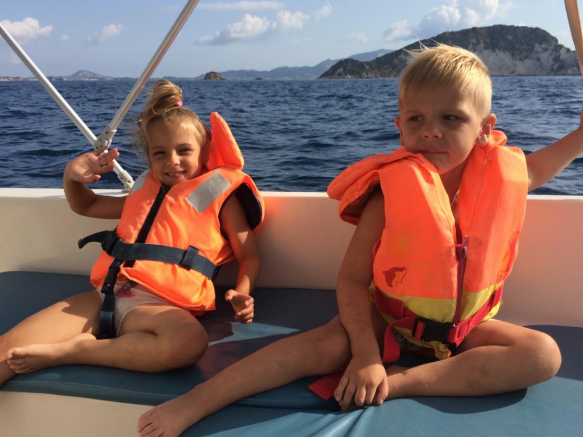 Проплываем островок Марафонити