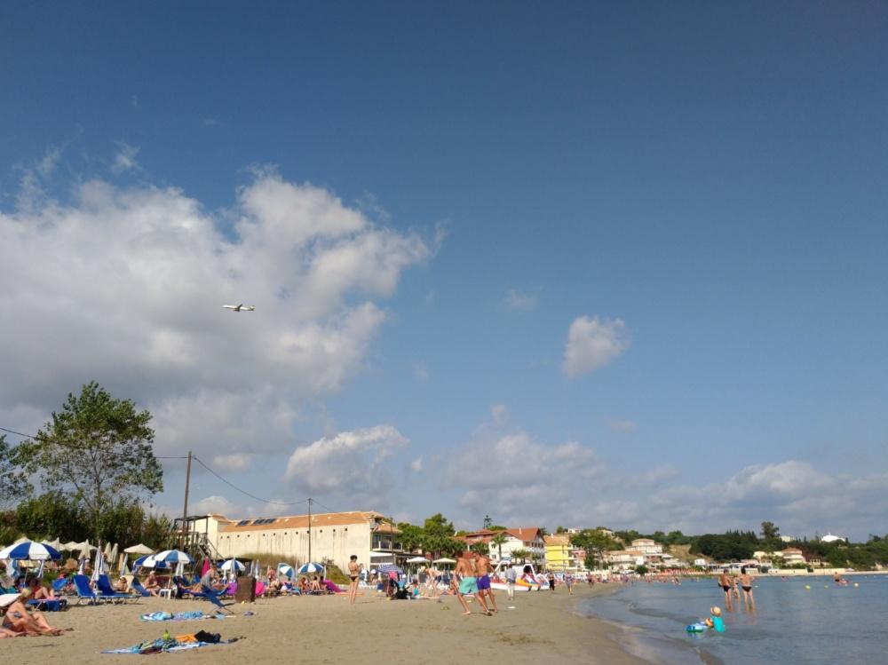 Самолёт над пляжем Циливи
