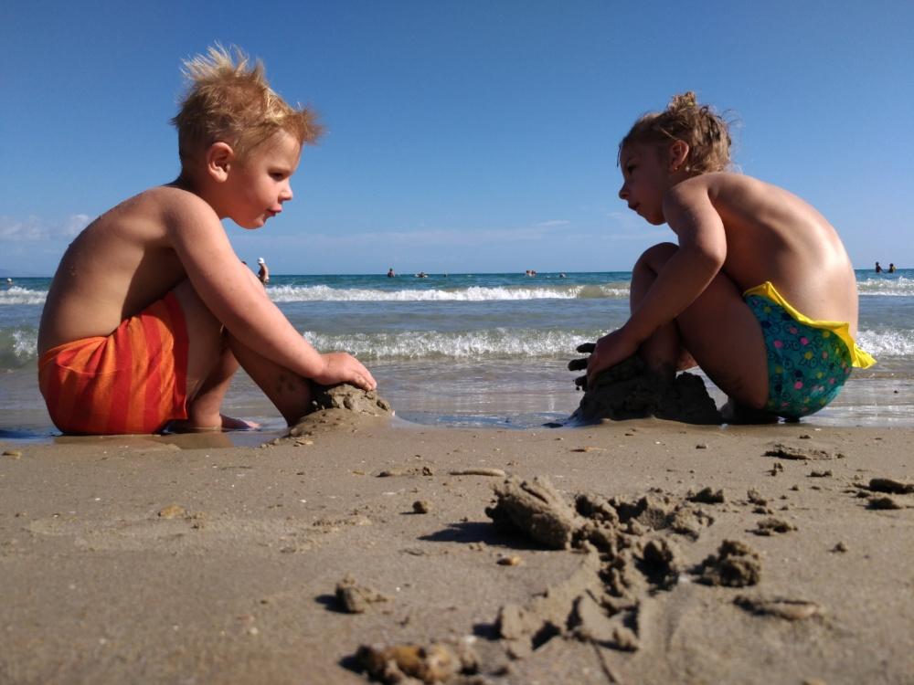Строим замки из песка