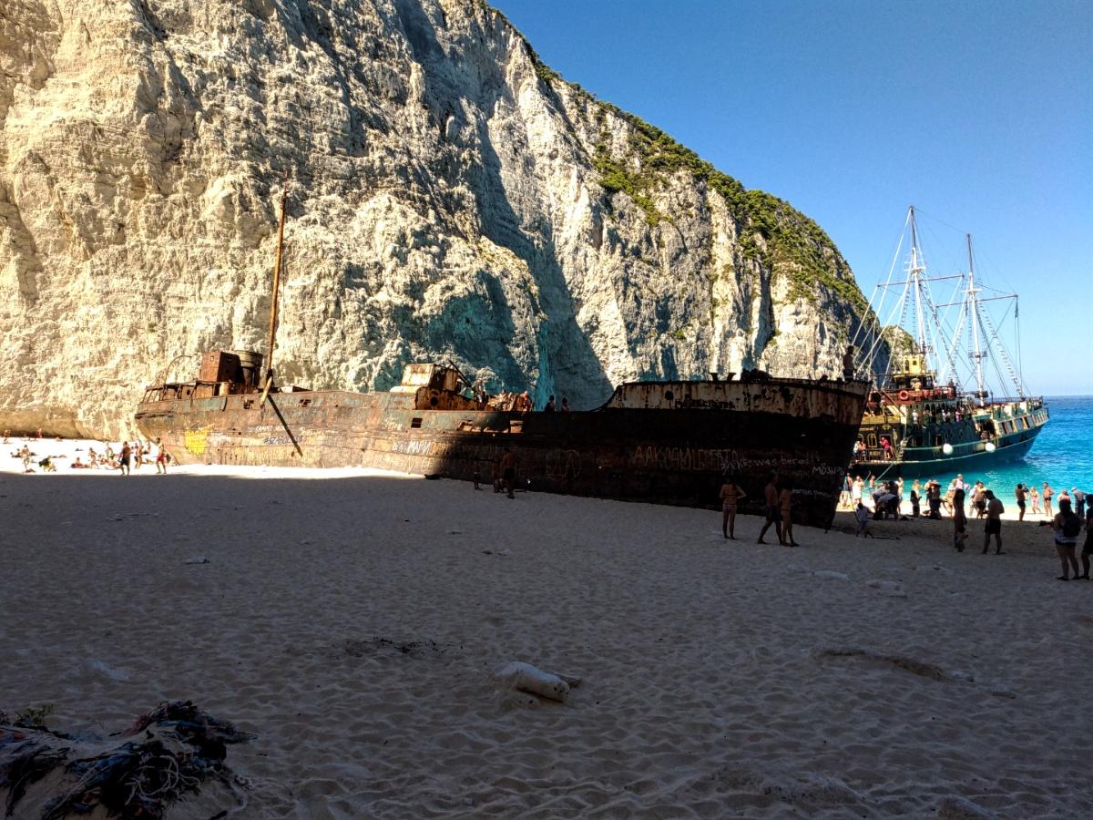 Корабль контрабандистов в бухте Навайо