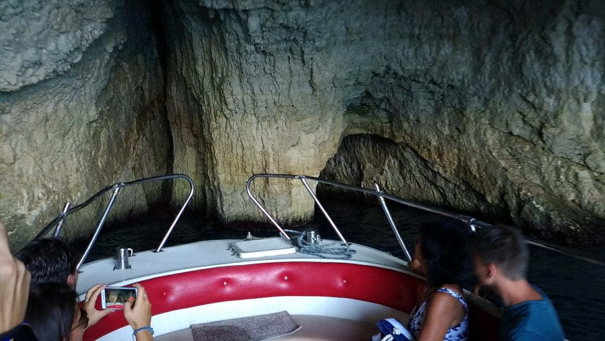 Внутри грота Blue Cave