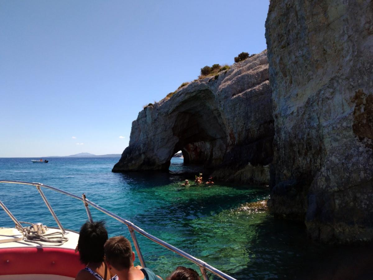 Застигнутые в расплох плавцы в голубых пещерах
