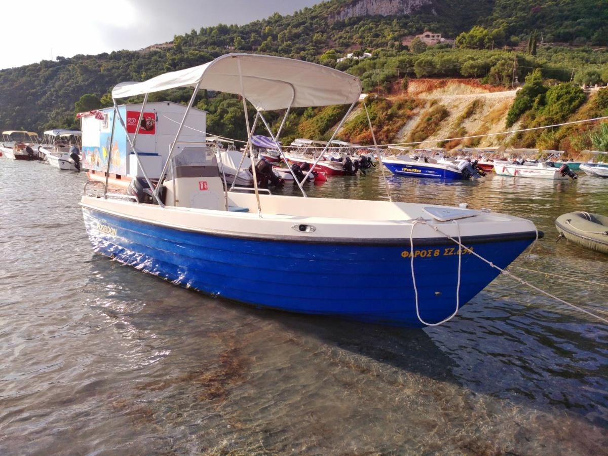 Арендованная лодка в Лимни Кери