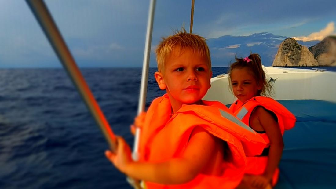 Плывём на лодке к Мизитрам