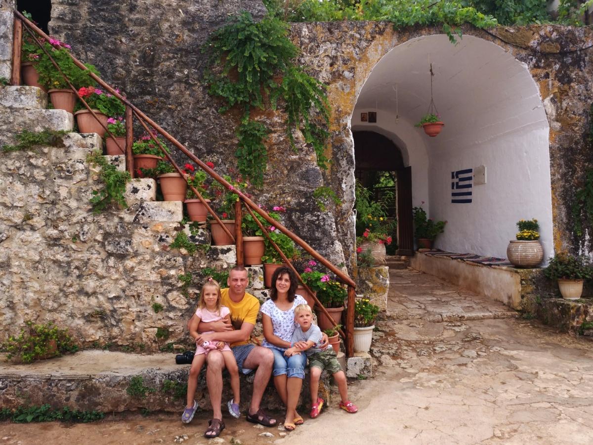 Наше семейное фото в монастыре Анафонитрия