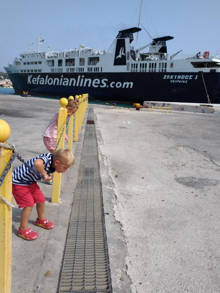 Качаемся на цепях в порту Закинтоса