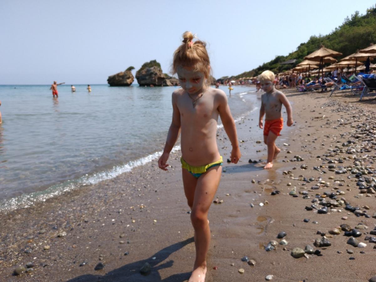Идём с Тёмой по пляжу Porro Zorro