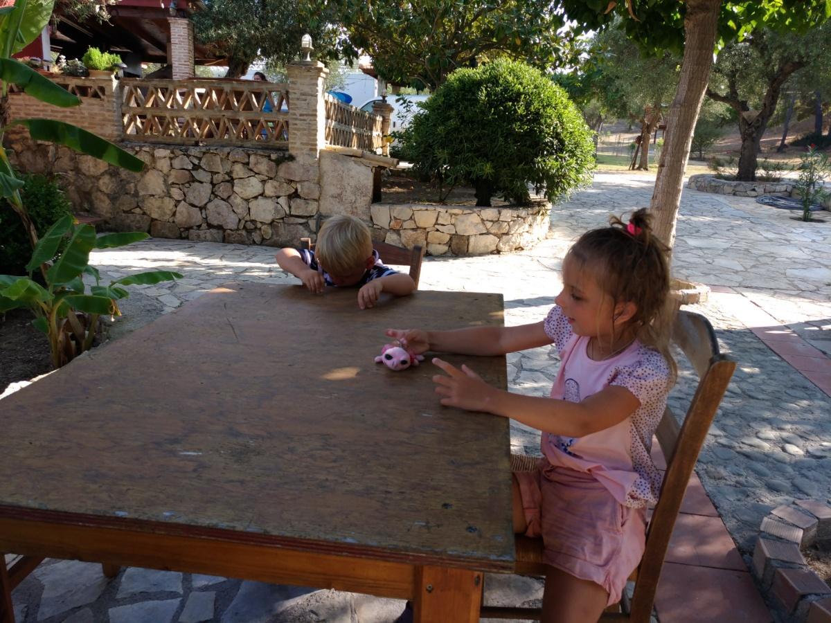 Заняли столик в таверне Lithes