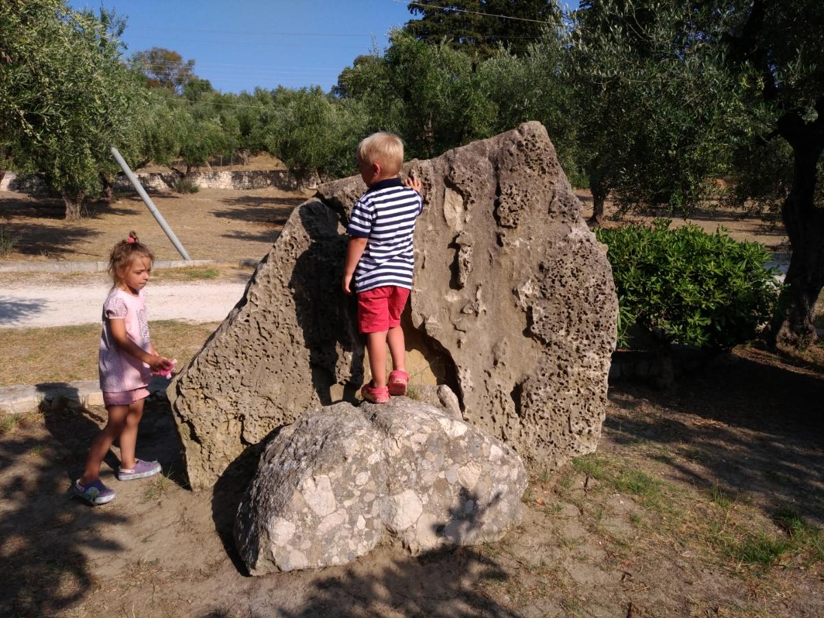 Камни в таверне Lithes