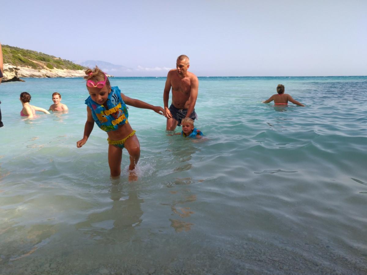 Купаемся на пляже Xigia