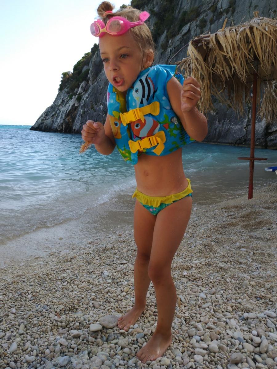 Согревающие танцы на пляже Ксигия