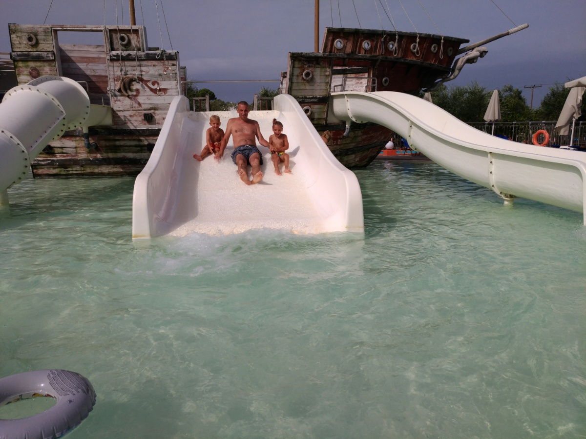 Скатываемся с папой с горки в аквапарке Tsilivi Water Park