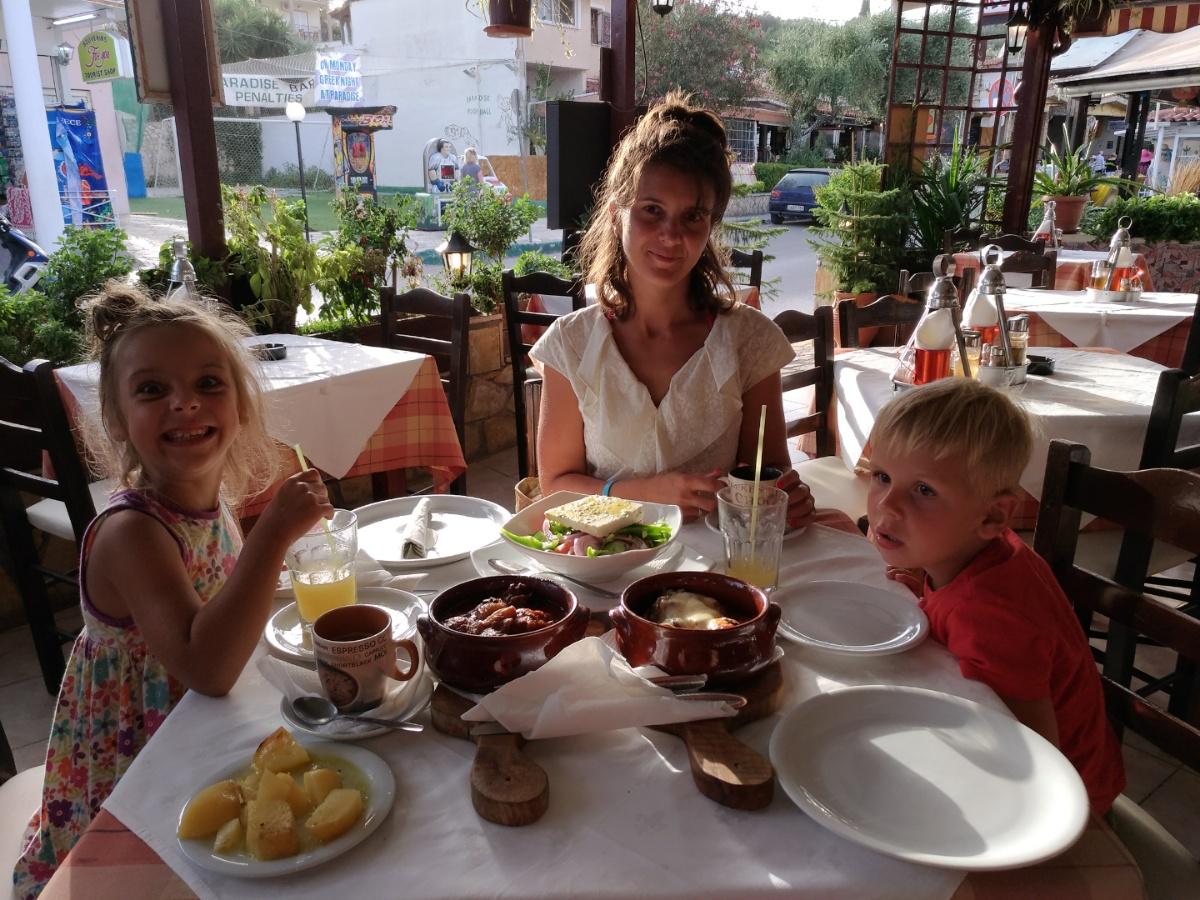 Обедаем в таверне Zorbas
