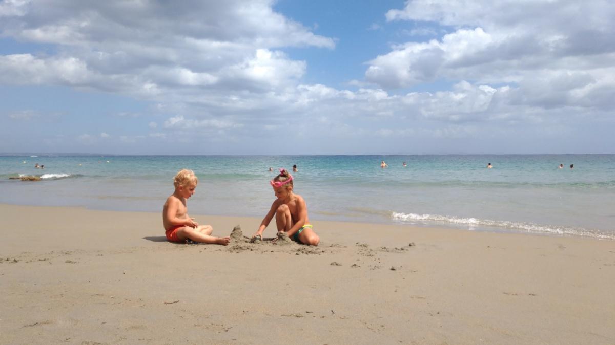 На пляже Mavratzi Beach