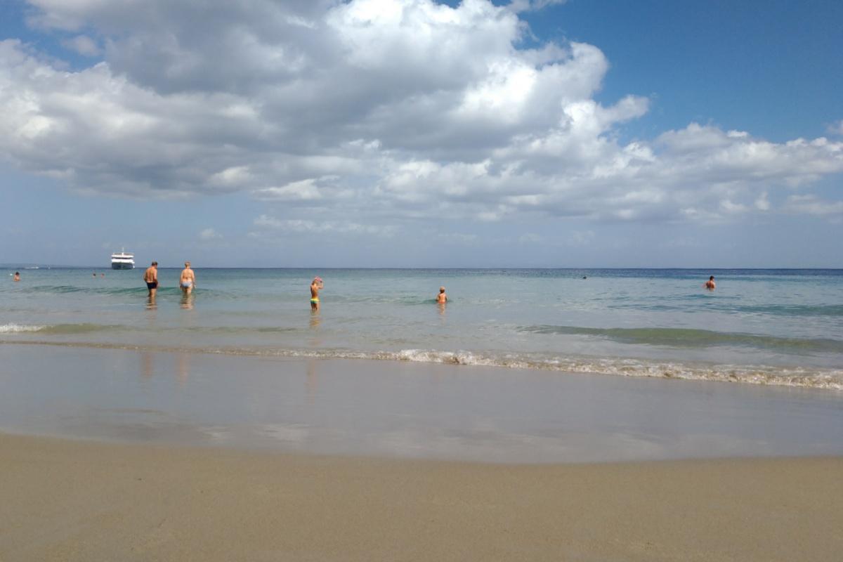 Купаемся в море на пляже Mavratzi Beach