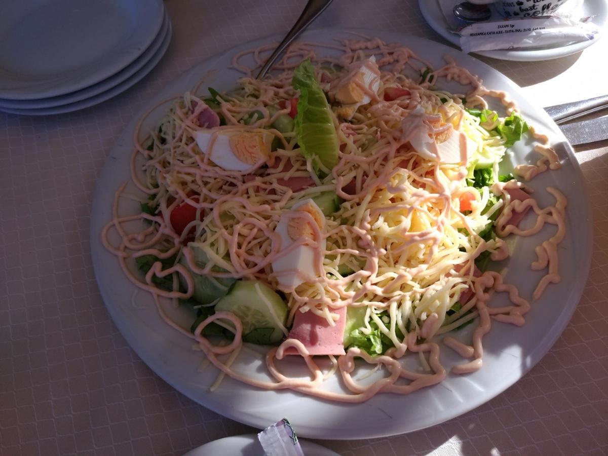 Салат от шеф-повара в таверне Menir