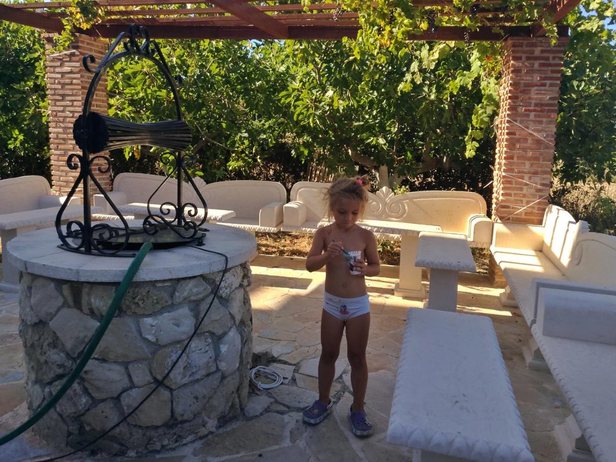 Кушаб мороженое в беседке при отеле Villa Basil